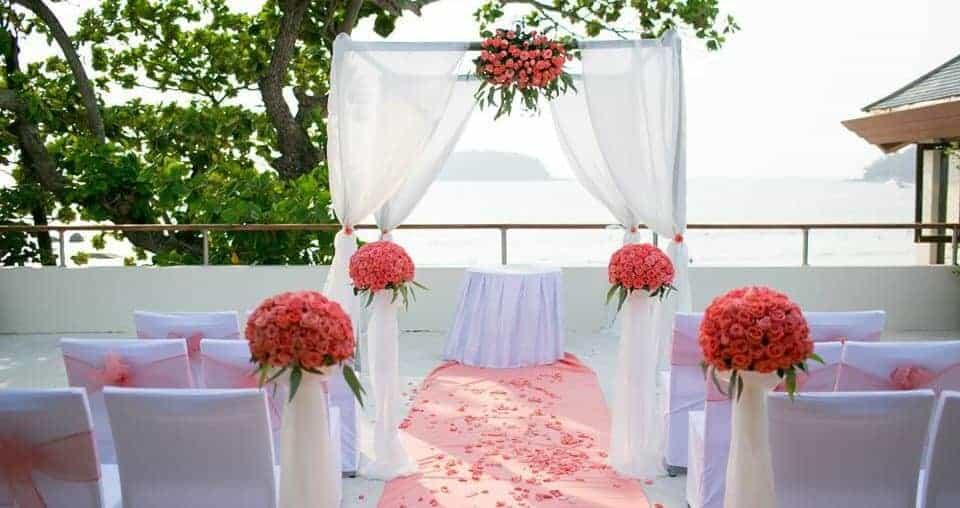 Phuket-beach-wedding-flowers