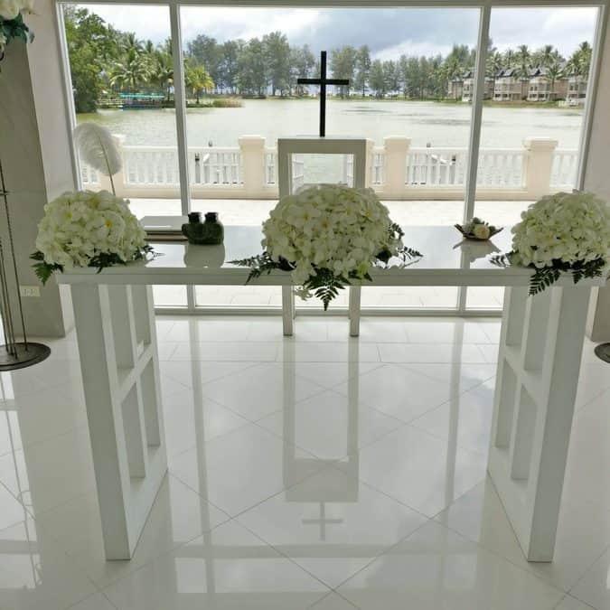 Phuket-laguna-chapel-wedding-flowers-13